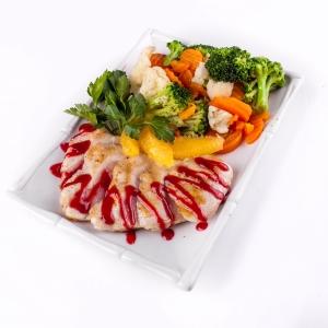 Филе индейки с овощами на пару